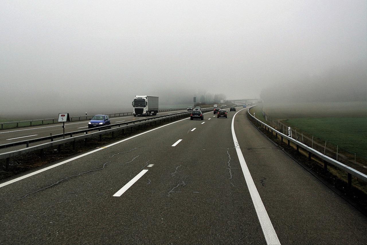 Jak radzić sobie w trudnych sytuacjach na drodze?