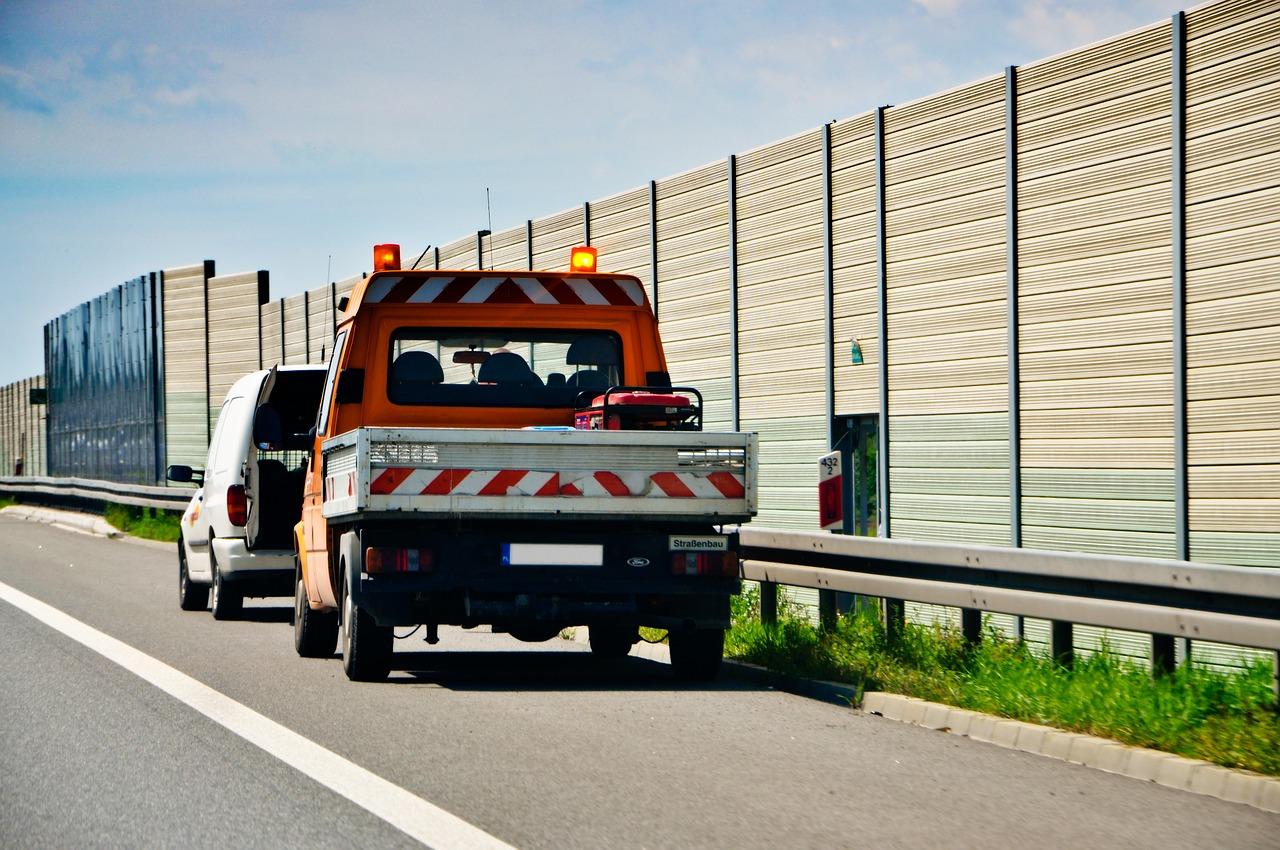Na jakich zasadach wzywamy pomoc drogową? Które ubezpieczenie wybrać?