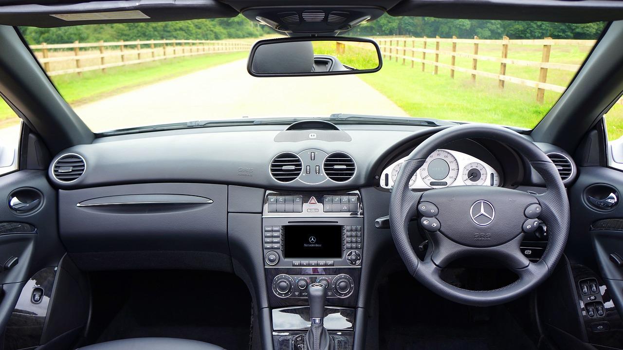 """Elektronika samochodowa: czym jest i czym różni się od """"normalnej"""" elektroniki?"""